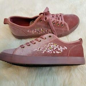 Mauve pink velvet embroidered shoes
